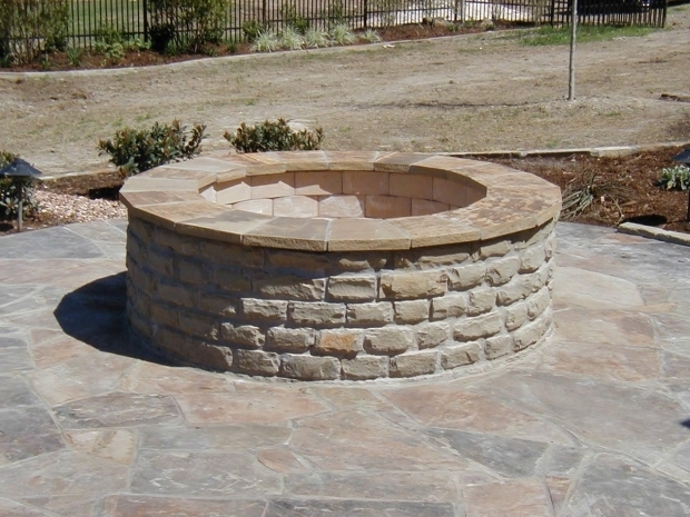 Red brick fire pit fire pit ideas for Brick fire pit construction