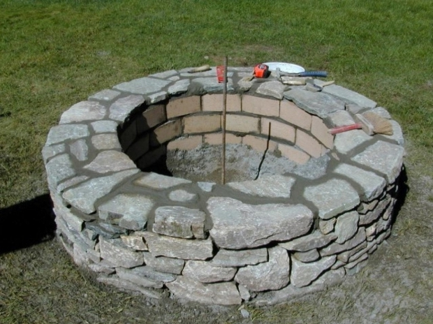 Gorgeous Stacked Stone Fire Pit How To Build A Stone Fire Pit How Tos Diy